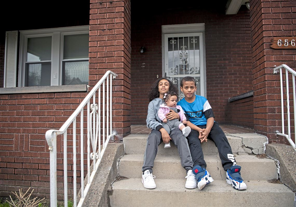 Young siblings on porch with Lead concerns